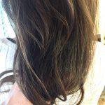 光で変わるヘアカラー。